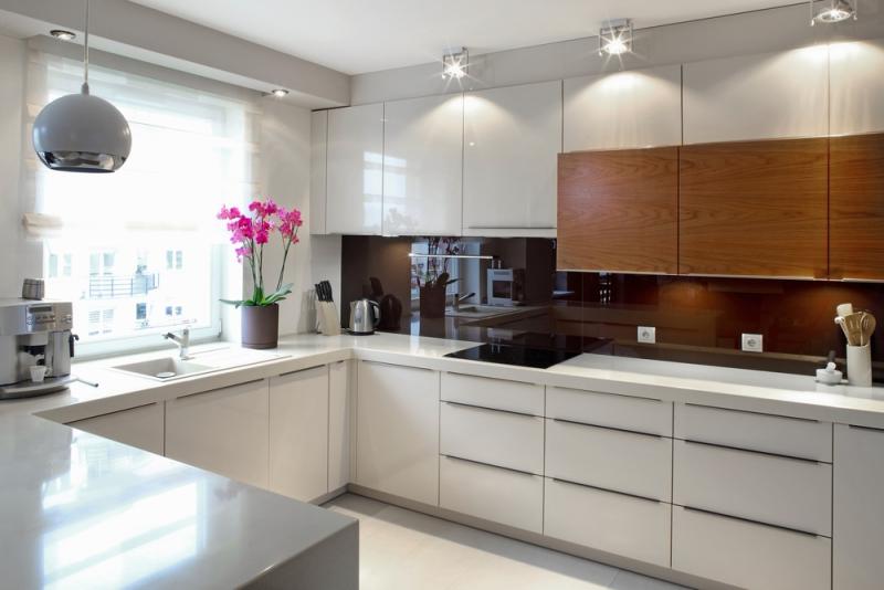 Кухня Сиена с фасадом Fundermax / белая