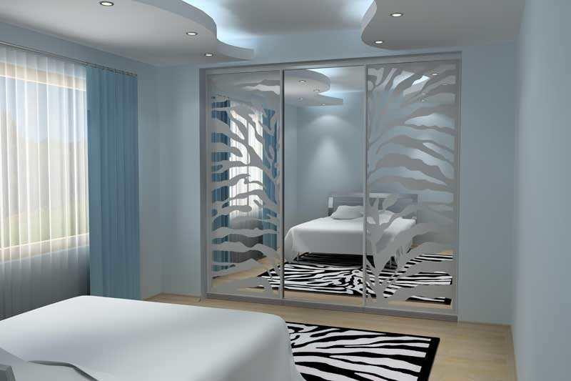 Встроенный шкаф-купе с фотопечатью в спальню