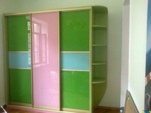 3-х дверный шкаф-купе зелёного цвета