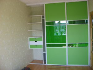Зелёный шкаф-купе по индивидуальным размерам