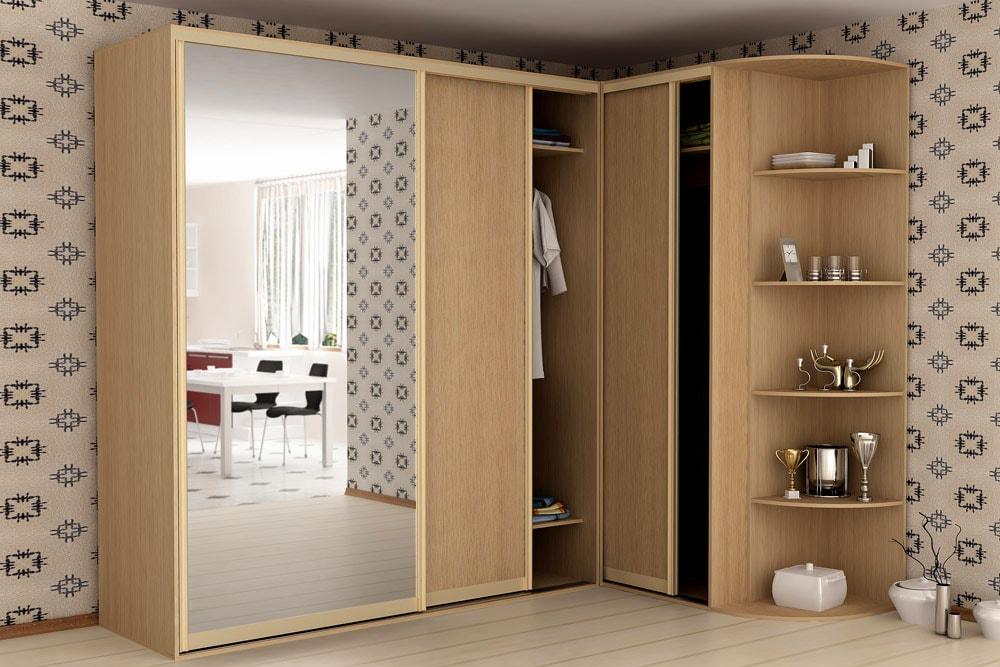 Угловой шкаф-купе с большим зеркалом