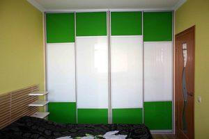 4-х дверный шкаф-купе зелёного цвета