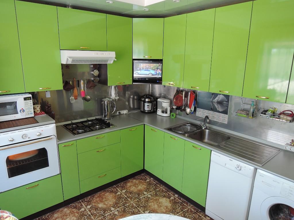 Кухня Сиена с австрийской фурнитурой Blum / зеленая