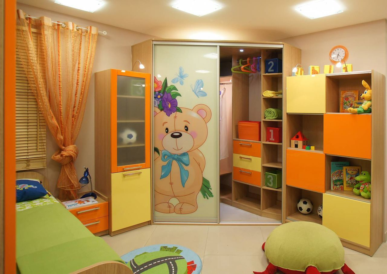 Угловой шкаф-купе в детскую