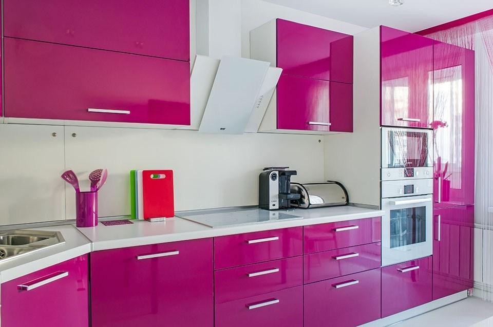 Кухня Сиена с глянцевой отделкой и с фурнитурой Blum / розовая