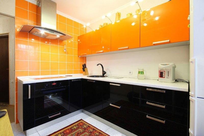 Кухня Сиена с фасадом Fundermax / оранжевая