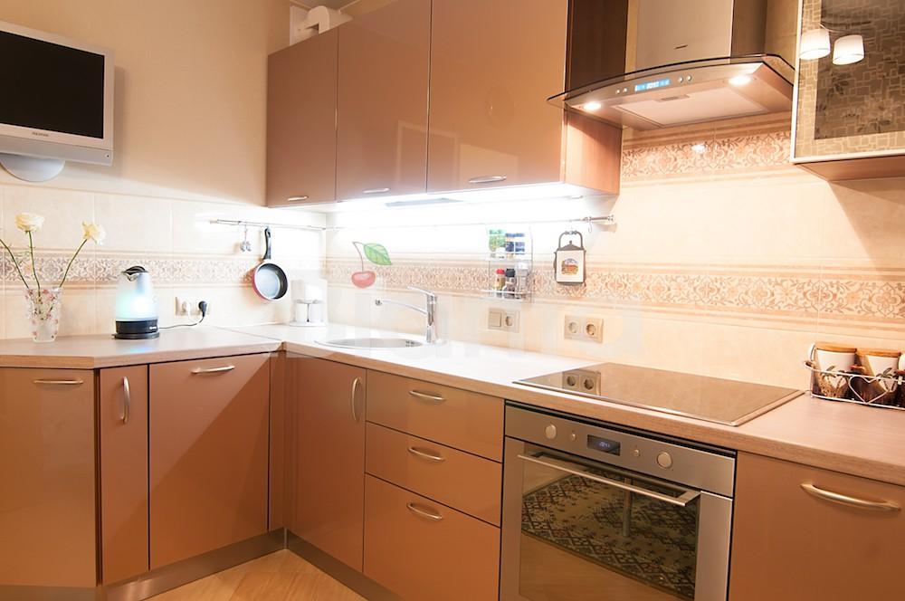 Кухня Сиена с австрийской фурнитурой Blum / золотая