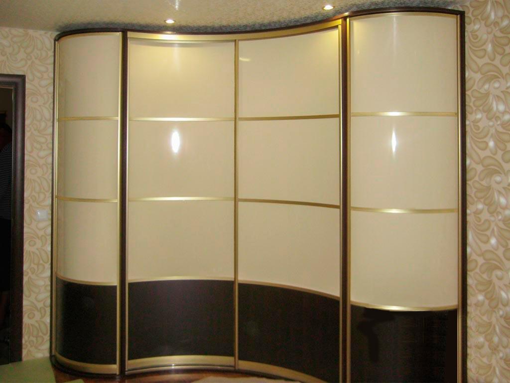 Золотой радиусный шкаф-купе
